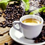 Quelle sont les différences entre le café moulu et le café en grains?